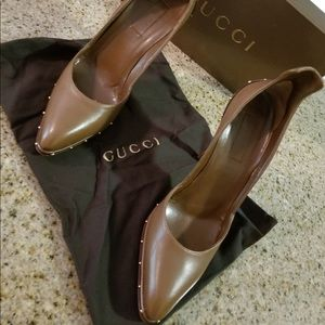 Gucci pointed toe leather pumps NEW never worn